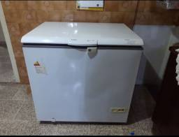 Freezer Cônsul semi novo!