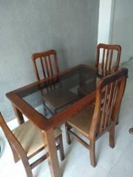 Vendo mesa de jantar tampo de vidro com 4 cadeiras ótimo estado. R $350.00