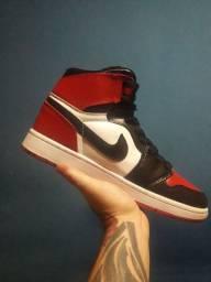 Tênis Nike Jordan 1 bred toe