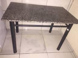 Mesa sem cadeira
