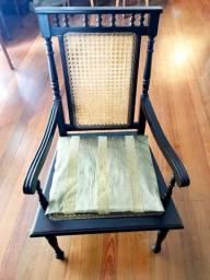 Par de cadeiras de madeira
