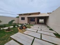 Casa com 3 quartos e jardim incrível