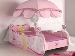 Cama Barbie com dossel rosa