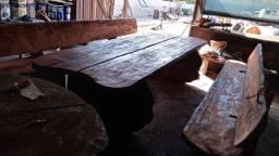 Mesa rustica envernizada