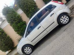 Ford Fiesta 2006/2007 - Carro de Família - c/ 4pneus Zero. Só 13.000,00$
