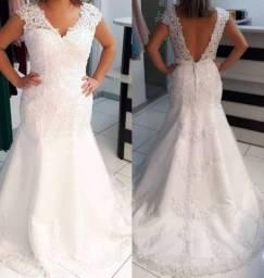 Vestido de nova sereia nunca usado off white