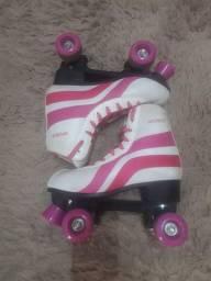 Patins Roller skate com todos os acessórios.