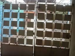 02 portões: Um de garagem(2,30X2,00) e um de pedestre(1,00X2,00).