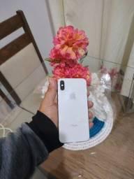 VENDO UM CELULAR IPHONE X 64GB  NOVO SEM MARCAS DE USO MUITO BEM CONSERVADO VALOR:2300,00
