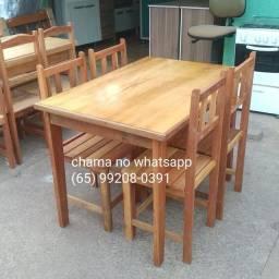 Jogo de mesa de madeira com 4 cadeiras (nova)