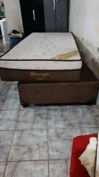 Vende-se cama box solteiro.