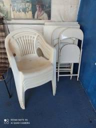 3 mesas de aço e 8 cadeiras