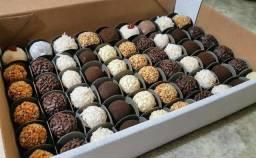 Título do anúncio: Brigadeiros de chocolate sabores sortidos - 77 unidades