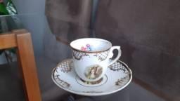 Título do anúncio: Xícara e pires Porcelana real