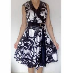 R$ 29 29,00 Vestido de Cetim Super Elegante usado 1 vez