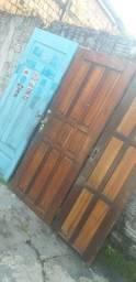 Vende se 3 portas de madeira medindo uma 2.x58 as duas  medindo 2.06x78
