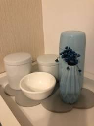 Kit higiene potinhos de porcelana + garrafa térmica