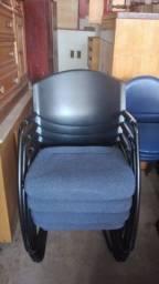 Título do anúncio: Cadeira de escritório fixas e com rodinhas em bom estado.