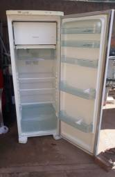 Vendo essa geladeira Electrolux