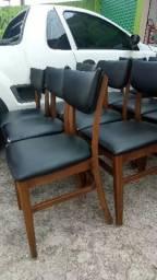 Cadeiras de madeira maciça 80 cada