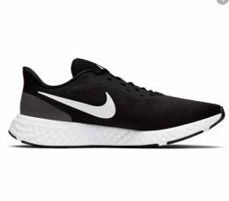 Tenis Nike Revolution 5 41 - Barbada