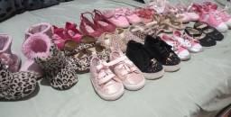 Vende sapatinhos de menina bem Conservados
