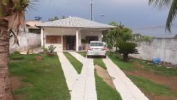 Casa ampla com quintal enorme prox ao centro