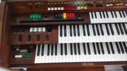 Órgão Yamaha