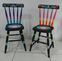Cadeira colonial pintada à mão