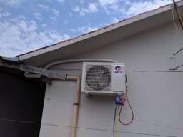 Limpeza e instalação de ar condicionado.
