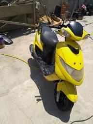 Suzuki Burgmann 125cc subir e andar oportunidade