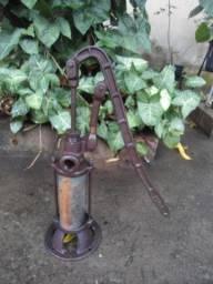 Antiga Bomba de Água Manual - Encar Muriaé - decoração