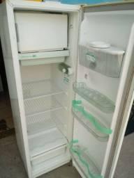 Vendo ótima geladeira