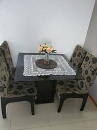 Mesa Com Tampo de Vidro Fumê.  4 cadeiras