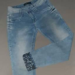 Calça jeans com stress