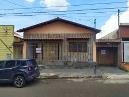 02 casas próximo a câmara municipal e Brasil Park Shopping,, excelente para investimento