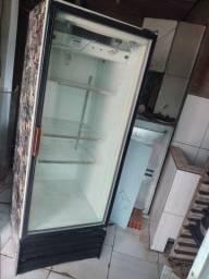 Geladeira expositora porta de vidro.