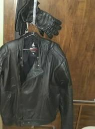 Jaqueta de couro semi nova e um par de luvas