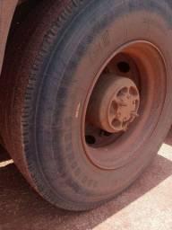 Vendo pneu com aro 295 novo usado pouco dias. Zap *