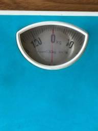 Balança de banheiro mecânica suporta até 130kg