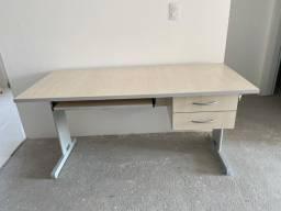 Mesa Para Escritório Reta Com 2 Gavetas 150 X 67 Pés Em Aço Com Chave