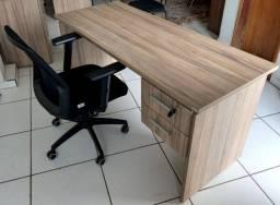 Conjunto mesa e cadeira de escritório