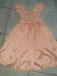 Vendo vestido novo servi pra varias ocasioes tamanho pra 12 anos.