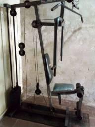 Estação de musculação completa..