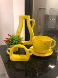 Kit de enfeites de cerâmica amarelo