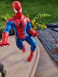 Vendo 2 bonecos articulados homem aranha vermelho e preto