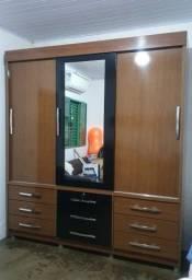 Guarda roupa com portas de correr, gavetas e espelho