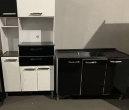 Armário de cozinha e pia com pedra