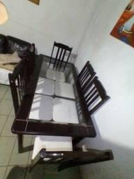 Mesa com 6 cadeira e Buffet