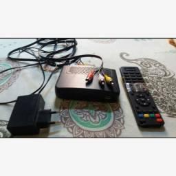 Receptor de antena digital e controle remoto.
